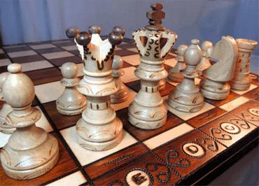 Klassische Holz Brettspiele für Senioren - Gesellschaftsspiele Altenheim